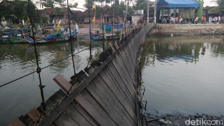 Jembatan Tua Penghubung Jepara-Pati Putus, Puluhan Orang Luka