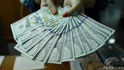 Dolar AS Tembus Rp 14.300, Money Changer Jadi Ramai?
