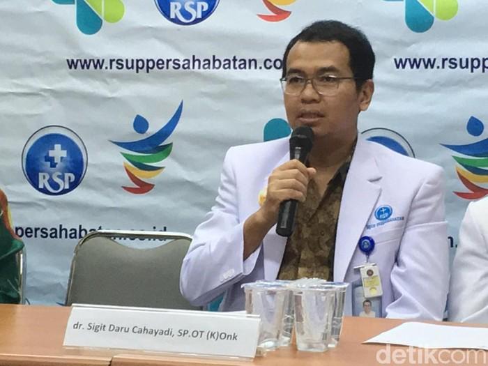 Tim RSUP Persahabatan berhasil melakukan operasi kanker tulang tanpa operasi (Foto: Frieda Isyana Putri)