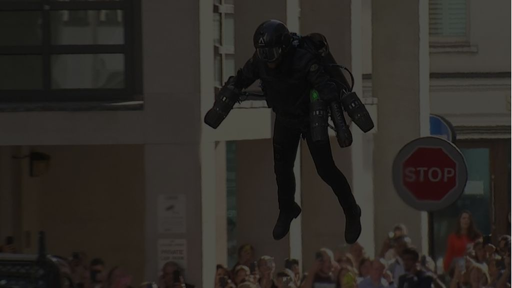 Keren! Mal di London Jual Kostum Terbang Iron Man