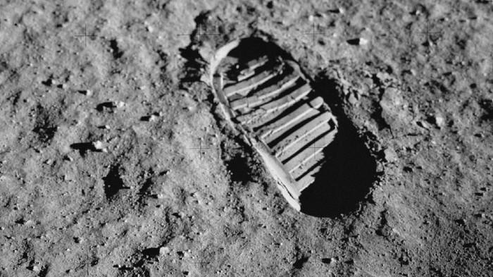 Debu Bulan ternyata berbahaya bagi manusia. Foto: NASA