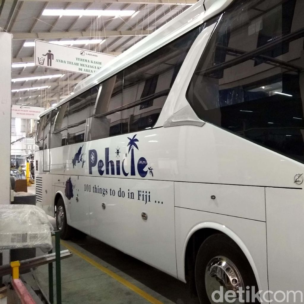 Bus Made in Ungaran Diekspor ke Fiji