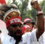 Pekerja Pertamina Demo Tolak Penjualan Aset