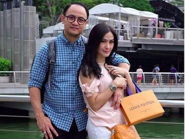 Love U, tulis Iis di Instagram-nya. Ditujukan untuk suami dong ya, Bun, pastinya. (Foto: Instagram @Isdadahlia)