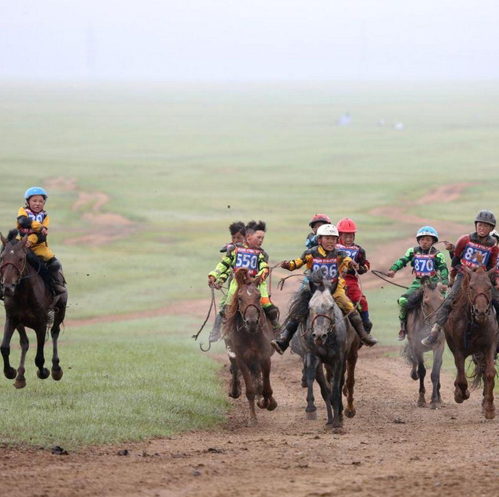 Lomba Pacuan Kuda Cilik Kontroversial di Mongolia