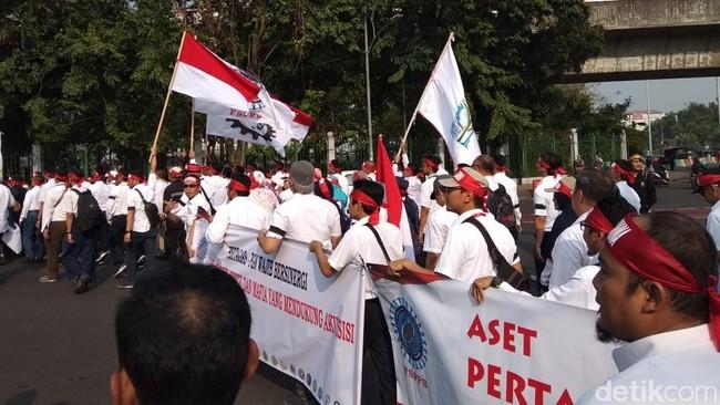 Demo menolak penjualan aset Pertamina. Foto: Selfie Miftahul Jannah/detikFinance