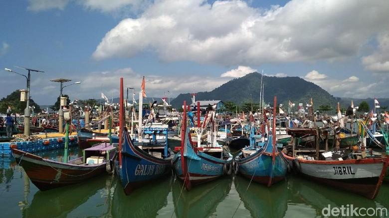 Dua Kapal Nelayan Nyaris Tenggelam Diterjang Gelombang Tinggi