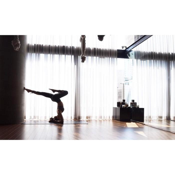 Coba lihat gerakan Jennie, kamu bisa melakukan itu nggak? Foto: Instagram/blackpinkofficial