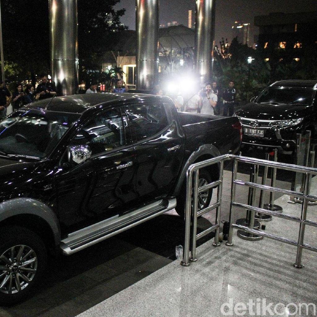 Ini Penampakan 2 Mobil Milik Wahid Yang Ditahan KPK
