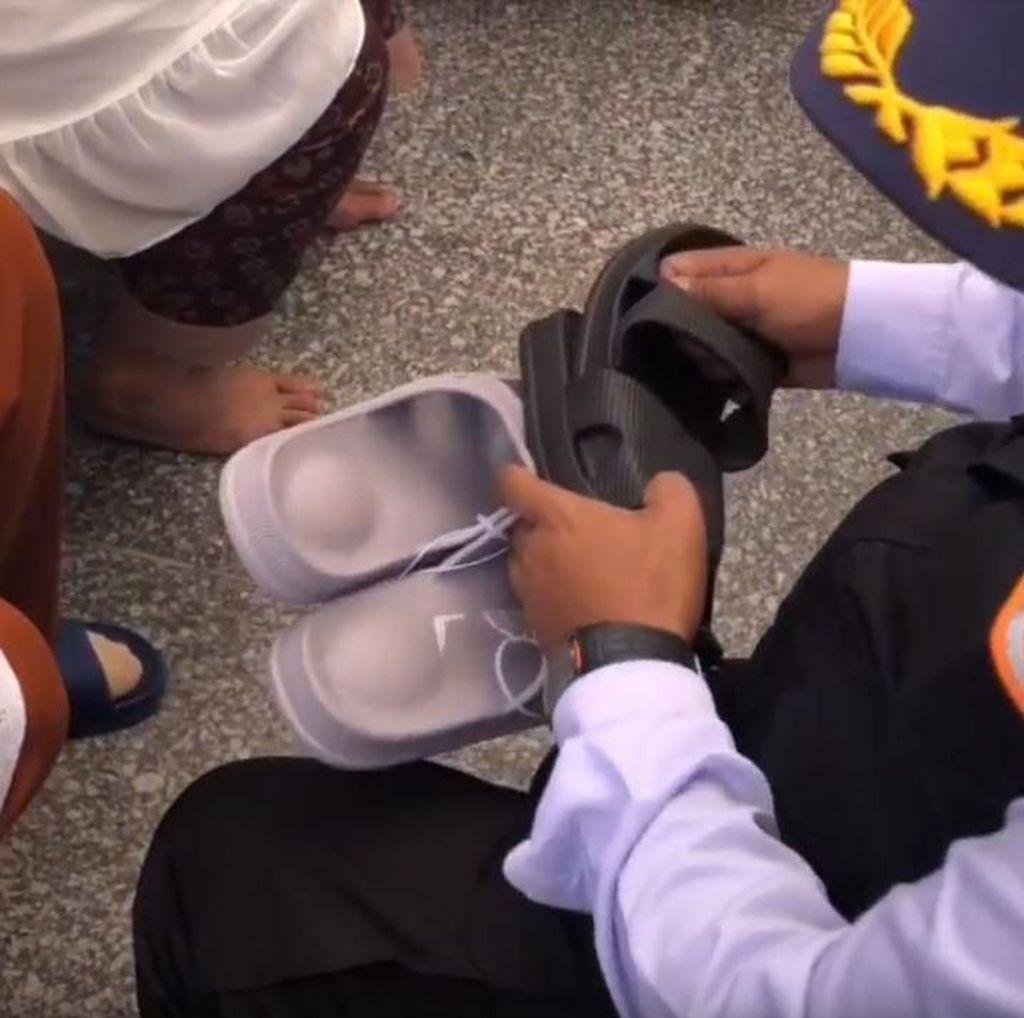Duh! Banyak Jemaah Indonesia Kehilangan Sandal
