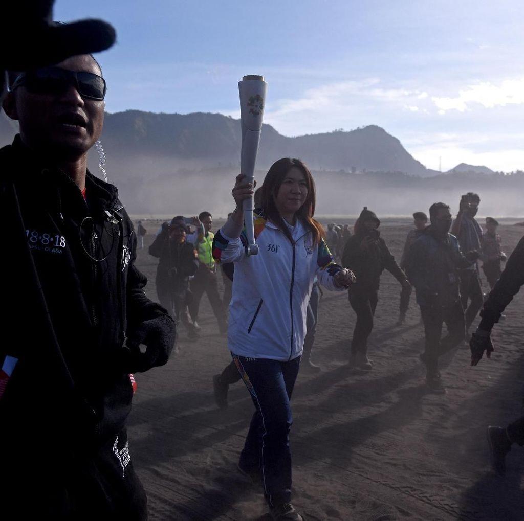 Kirab Obor Asian Games 2018 Sampai di Lautan Pasir Bromo