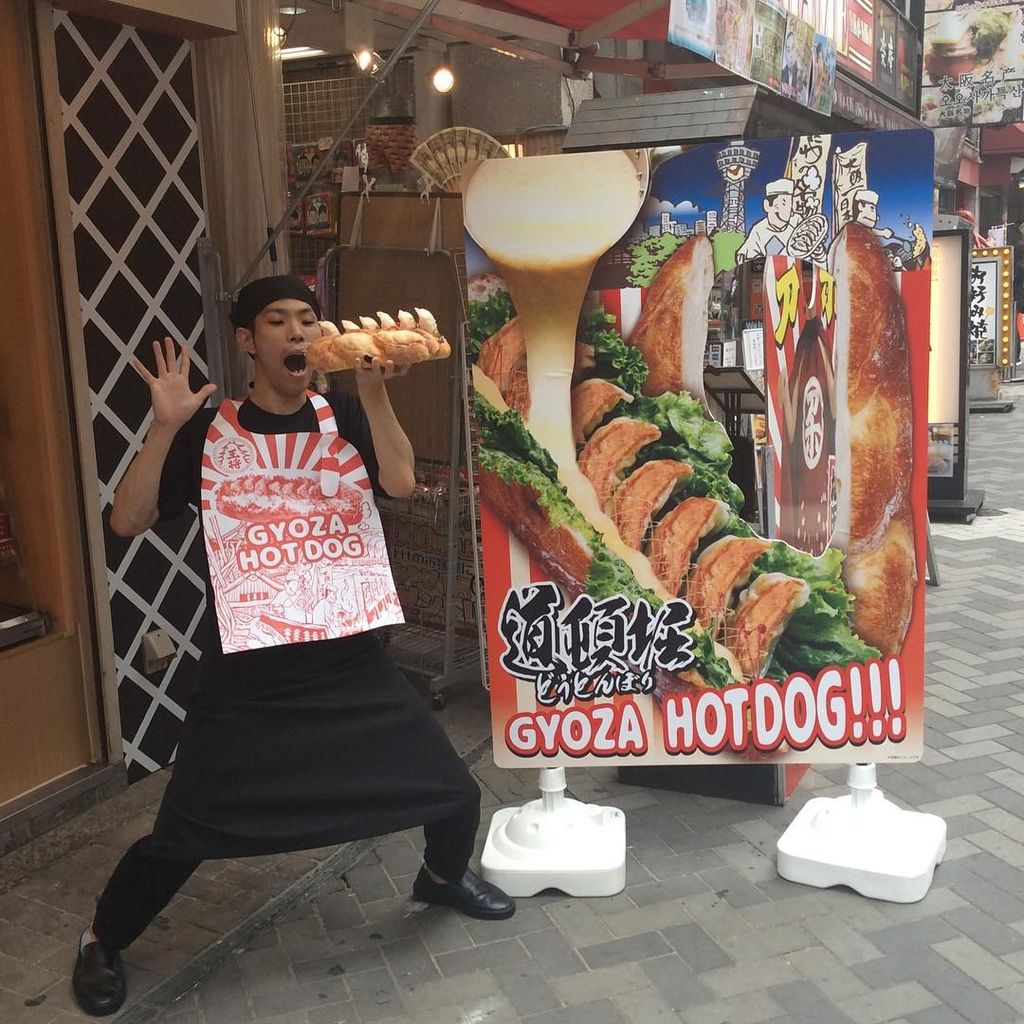 Hotdog dengan Isian Gyoza Jadi Jajanan Kaki Lima Trendy di Osaka