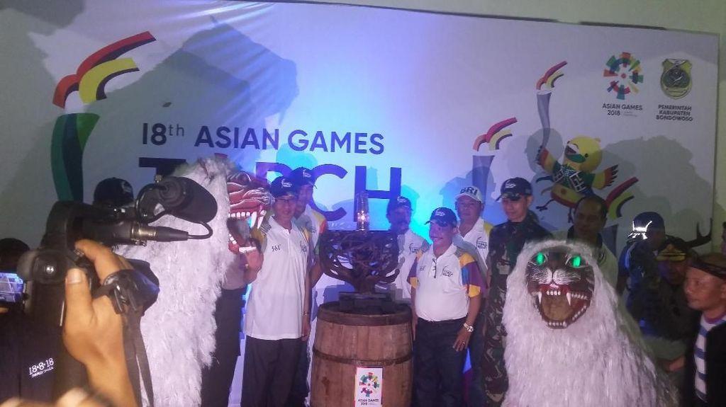 Di Bondowoso, Kirab Obor Asian Games 2018 Disambut Hujan Deras