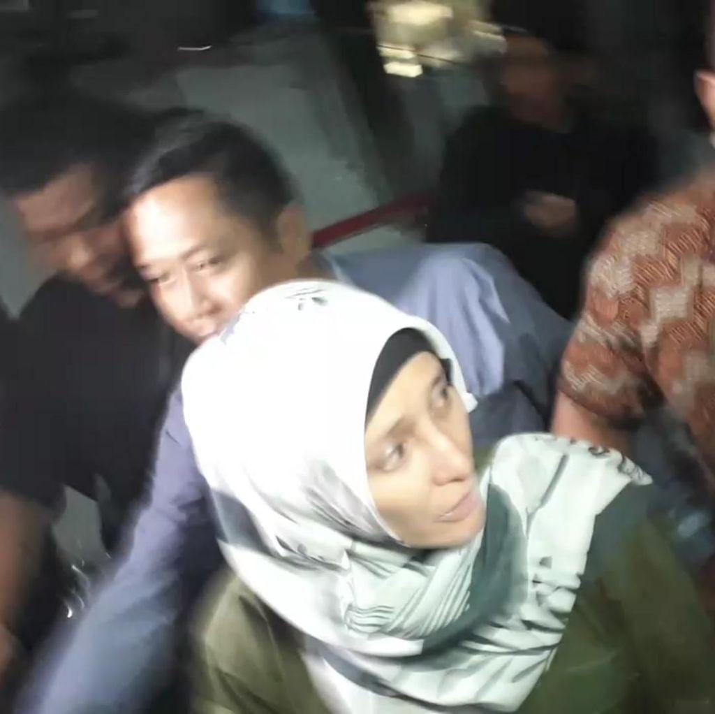 Tinggalkan KPK, Inneke Koesherawati Menangis