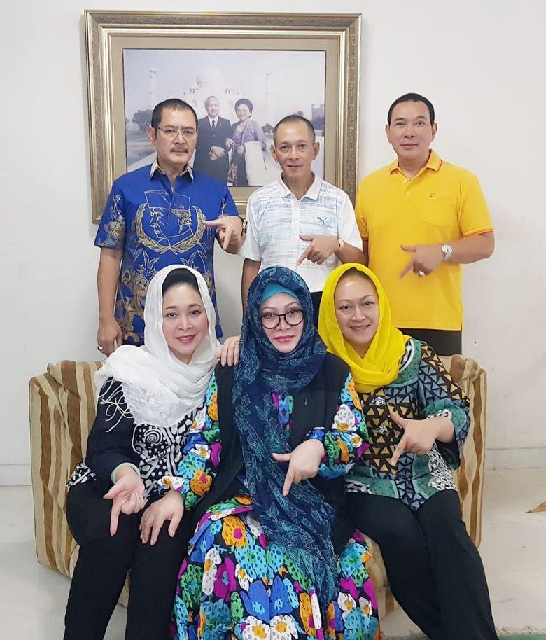 Hasil gambar untuk keluarga soeharto