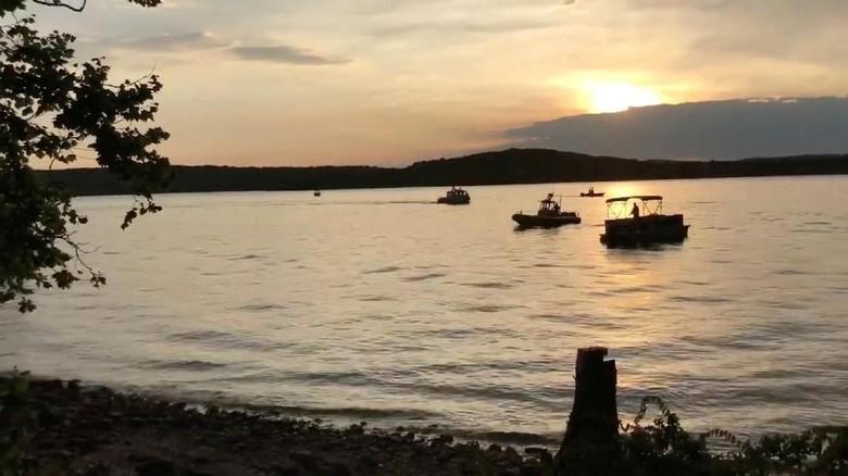 Korban Tewas Kapal Tenggelam di Danau AS Jadi 17 Orang