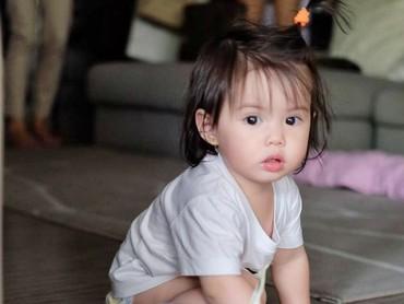 Wah, sejak kecil Olivia udah punya rambut yang tebal ya. (Foto: Instagram/oliviamreyes)