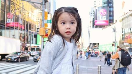 Aih, Menggemaskan Banget Sih Gadis Cilik Asal Filipina Ini