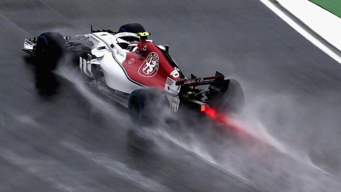 Charles Leclerc mengukir waktu tercepat di latihan bebas ketiga GP Jerman (Foto: Charles Coates/Getty Images)