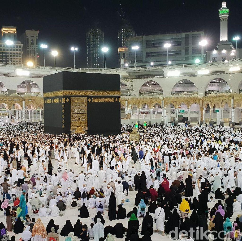 Tawaf Tengah Malam dan Masjidil Haram yang Tak Pernah Sepi
