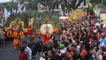 Peraih Medali Olimpiade Pertama Bawa Obor Asian Games di Malang