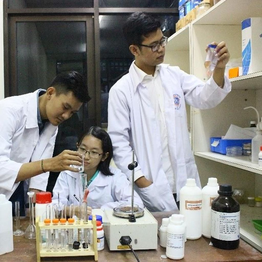 Tiga Mahasiswa Unair Bikin Alternatif Pendeteksi Kanker dari Pasir Besi