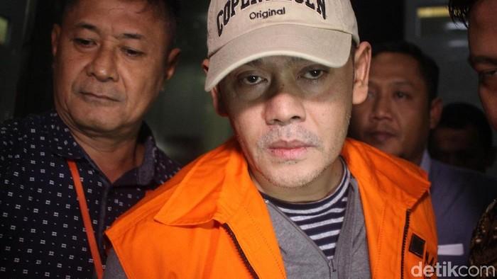 Fahmi Darmawansyah untuk kali kedua ditahan KPK. Fahmi tertangkap dalam operasi tangkap tangan terkait jual beli fasilitas di Lapas Sukamiskin.