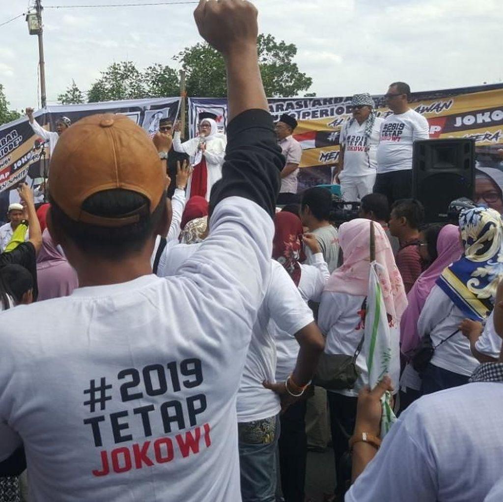 Massa #2019TetapJokowi dan #2019GantiPresiden Gelar Aksi Berdekatan