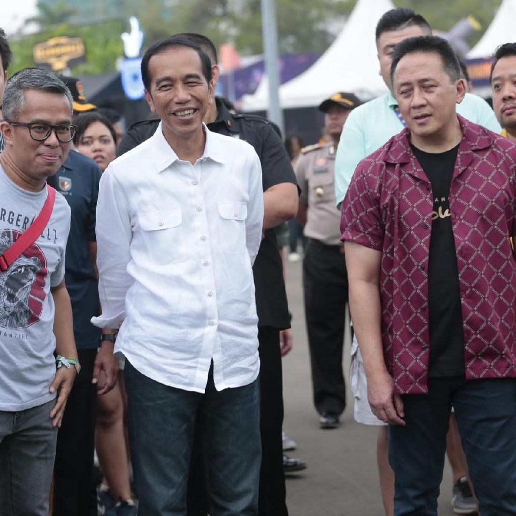 Aksi White Shoes & the Couples Company Ditonton Joko Widodo