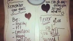 Nggak perlu susah-susah diet untuk turunkan berat badan. Coba deh ikuti tips dari meme-meme timbangan kocak ini.