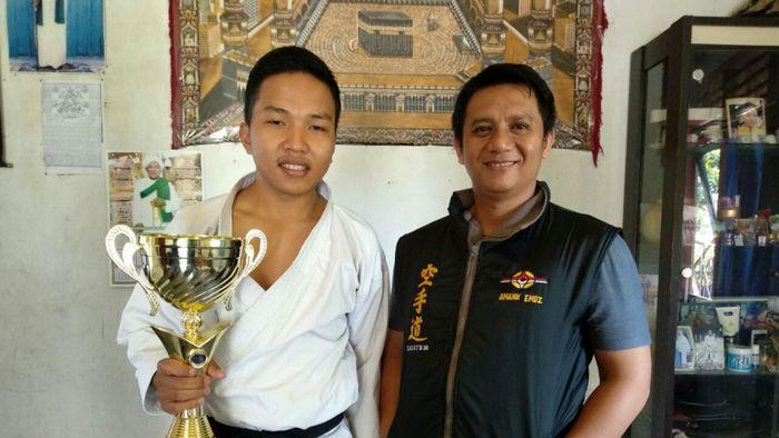 Fauzan Noor (kiri) juara dunia karate tradisional. (Foto: dok. Kitabisa.com)
