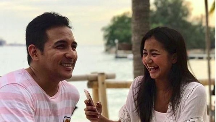 Kekompakan Amara dan Frans Lingua di 18 Tahun Pernikahan