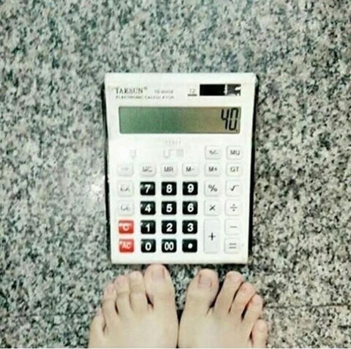 Nggak perlu repot-repot diet kalau mau berat badan turun. Coba saja pakai timbangan ini. (Foto: Internet)
