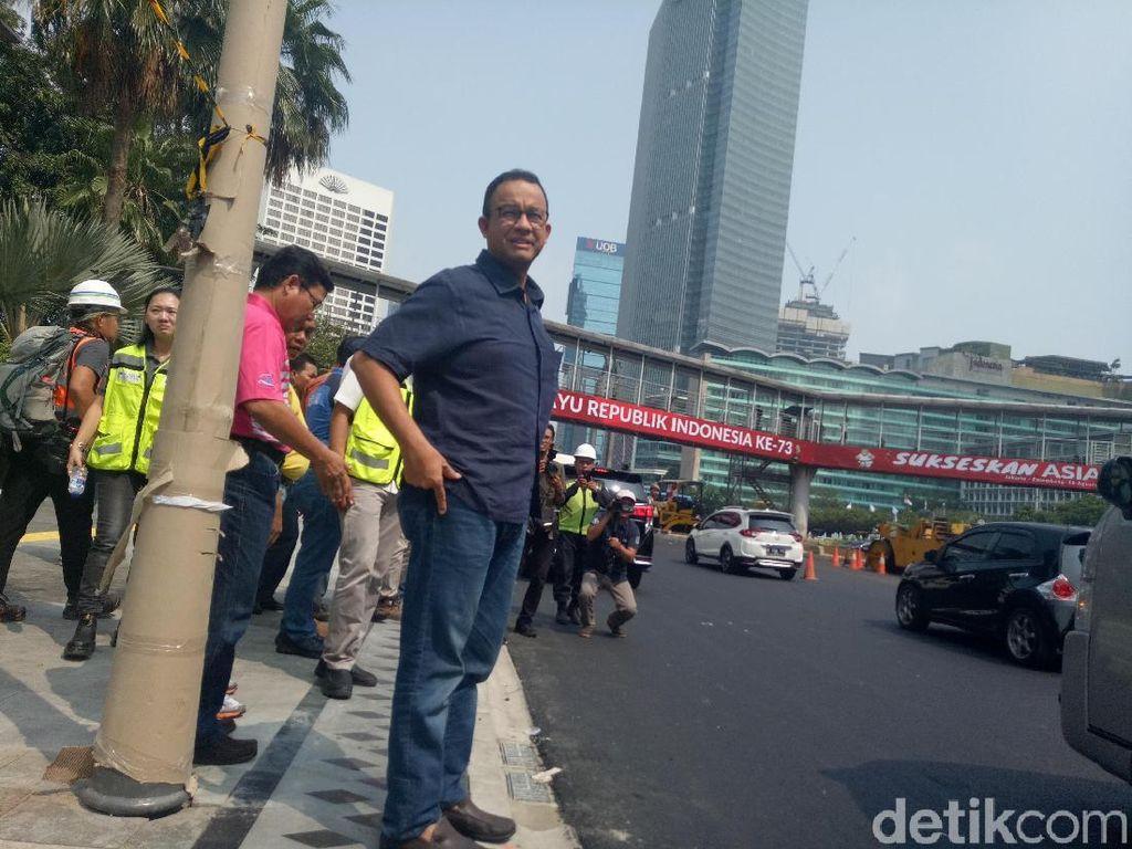 Anies Tinjau Revitalisasi Trotoar di Sudirman-Thamrin
