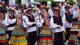 Budaya Adat Lokal dan Asing Tumpah Ruah di Parade Erau Kutai