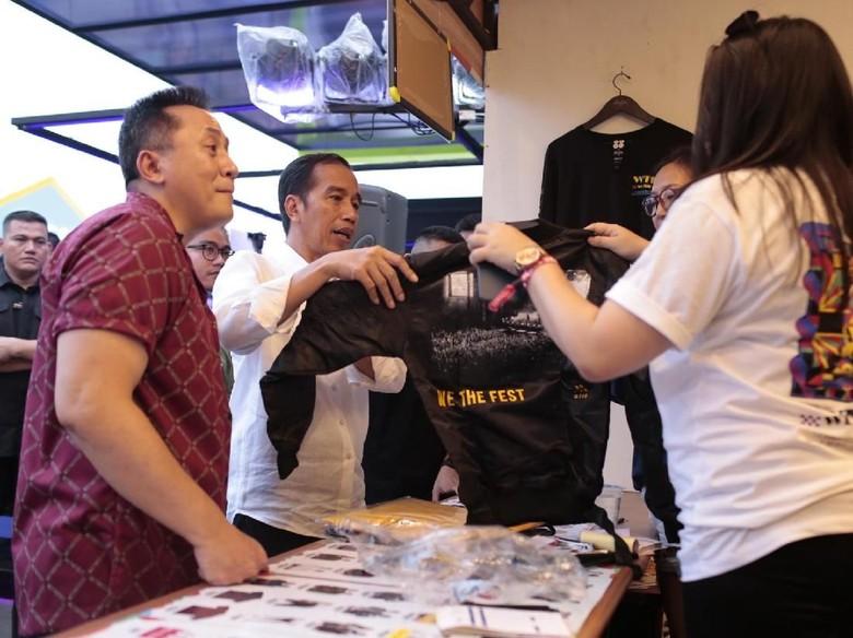 Di WTF 2018, Jokowi Beli Kaos dan Puji White Shoes & the Couples Company