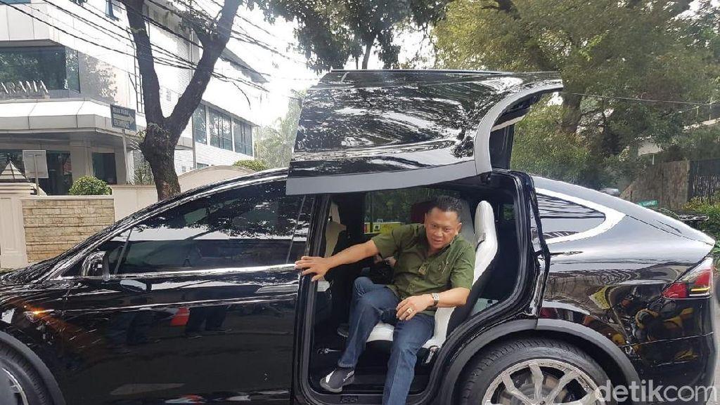 Enaknya Punya Mobil Listrik, Nggak Perlu Antre Isi Bensin
