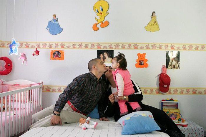 Penjara Aranjuez di Spanyol memungkinkan orang tua dan anak-anak tinggal bersama anggota keluarga yang dipenjara. Istimewa/Boredpanda.