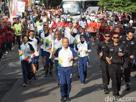 Kapolrestabes Surabaya bawa obor Asian Games 2018/