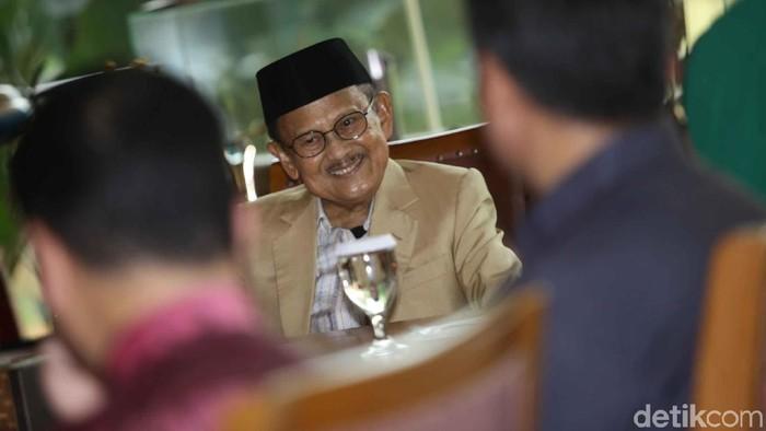 BJ Habibie dirawat di rumah sakit kerena kelelahan. Foto: Pradita Utama
