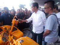 Motor Beragam Warna Dipamerkan, Jokowi Tertarik yang Warna Biru