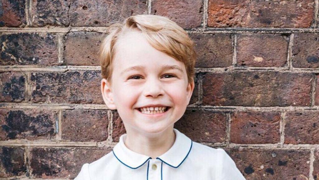 Penampilan Berbeda Pangeran George di Foto Natal Tahun Ini