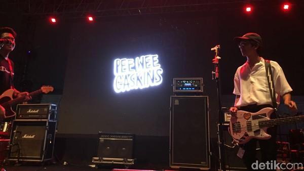 Iqbaal Ramadhan Main Bass Bareng Pee Wee Gaskins di WTF 2018