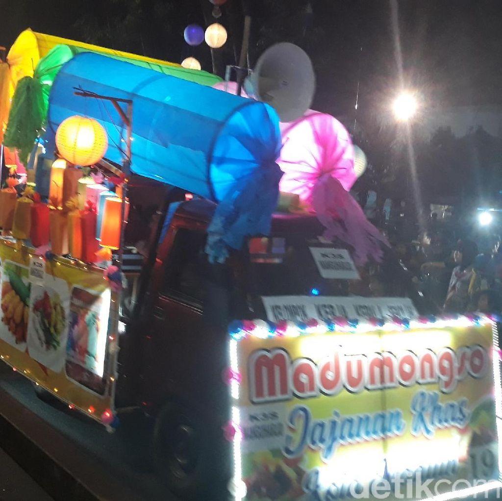 HUT Kota Madiun Dimeriahkan Pawai Budaya Madu Mongso Raksasa