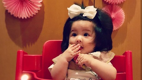 Bayi Berambut Lebat Sejak Lahir Ini Bikin Gemas Maksimal