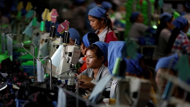 Women work on the production line at Complete Honour Footwear Industrial, a footwear factory owned by a Taiwan company, in Kampong Speu, Cambodia, July 4, 2018. REUTERS/Ann Wang    SEARCH
