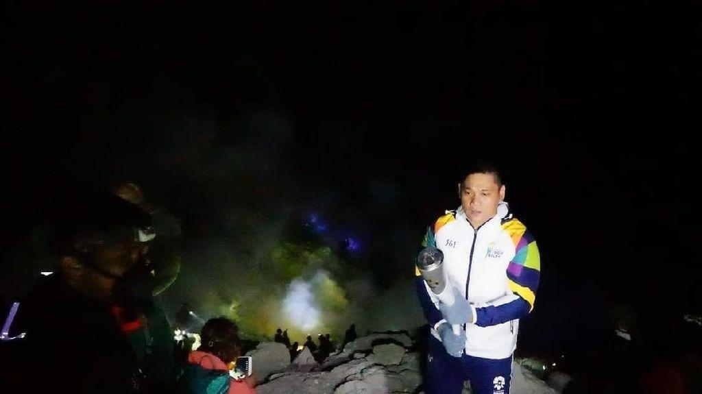 Saat Api Asian Games Bertemu Api Biru Kawah Ijen