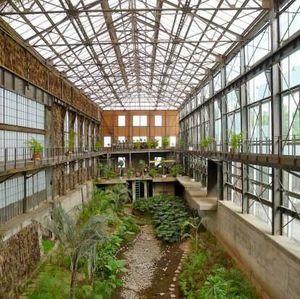 Pabrik Tua Ini Direnovasi Jadi Perpustakaan Keren