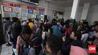 Gangguan Tiket, Antrean Penumpang Mengular di Stasiun Juanda