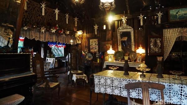 Sama seperti rumah pada umumnya, rumah tua ini juga berisi segala perlengkapan rumah dan dekorasi yang khas (Syanti/detikTravel)